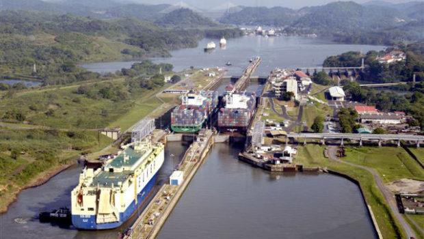 Canal do Panamá: vídeo acelerado