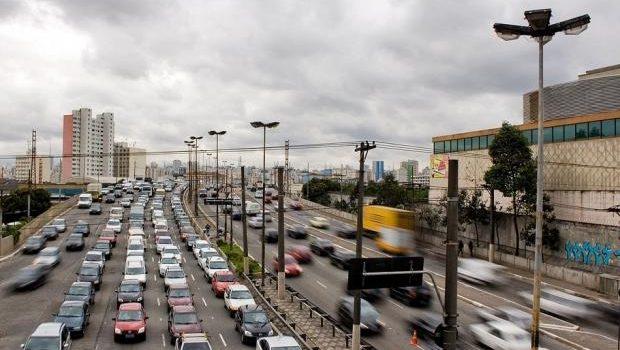 Qual a origem dos veículos que circulam no Brasil